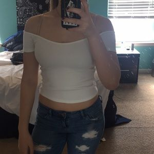 ABERCROMBIE & FITCH off the shoulder crop